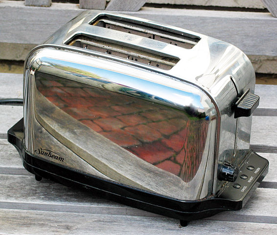 Sunbeam Toaster on Wikimedia commons - photo by Donovan Govan