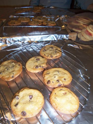 chocolate-chip-cookies-cooling-holiday-2015