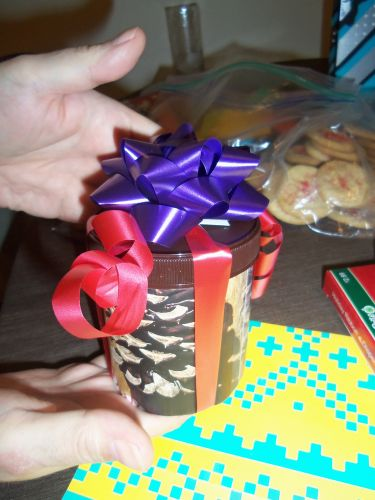 cookie-filled-custom-wrapping-courtesy-Sappi