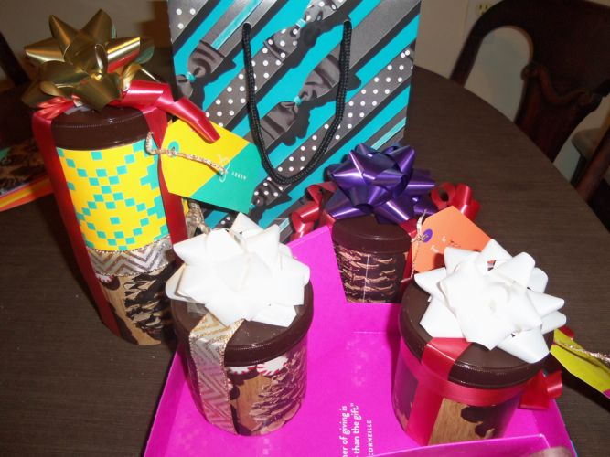 custom-paper-wrapping-on-homemade-gifts